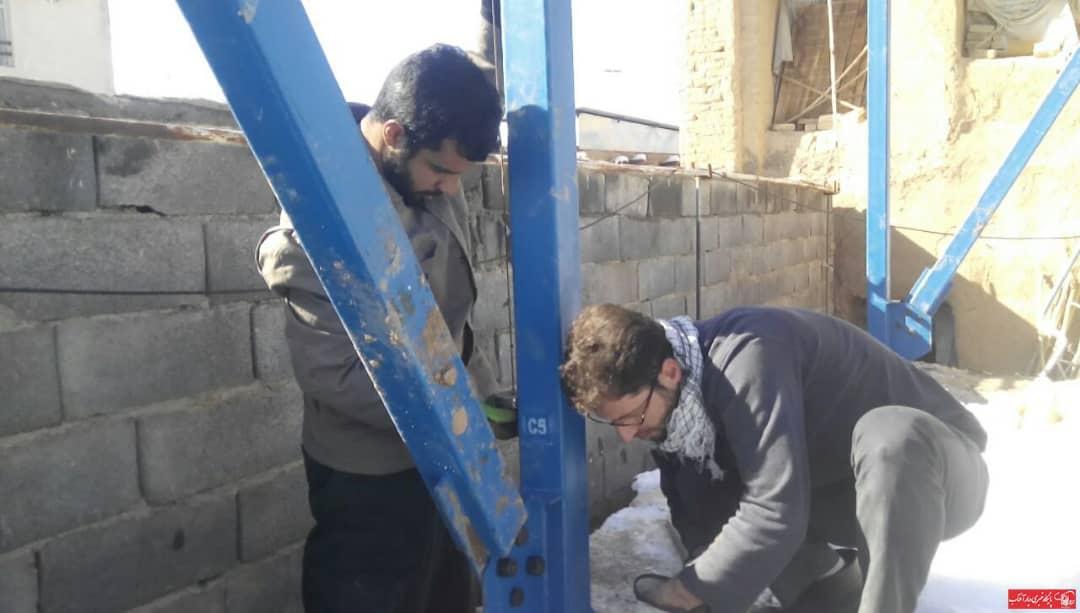 گروه جهادی شهدای ماشینسازی اراک مسئولیت نصب سازههای فلزی، مربوط به احداث خانههای محرومین و آسیب دیدگان از بارشهای فروردین ۹۸ بر عهده گرفتند