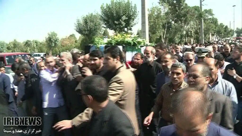 مراسم تشییع و خاکسپاری پیکر مدیرکل فقید بنیاد شهید و امور ایثارگران استان مرکزی